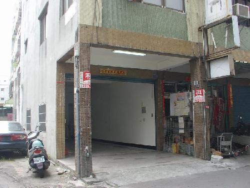 近車站三角窗店面