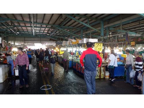 里報.tw-蚵仔寮港觀光魚市