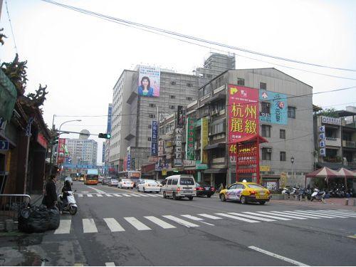 延平路邊間金透店