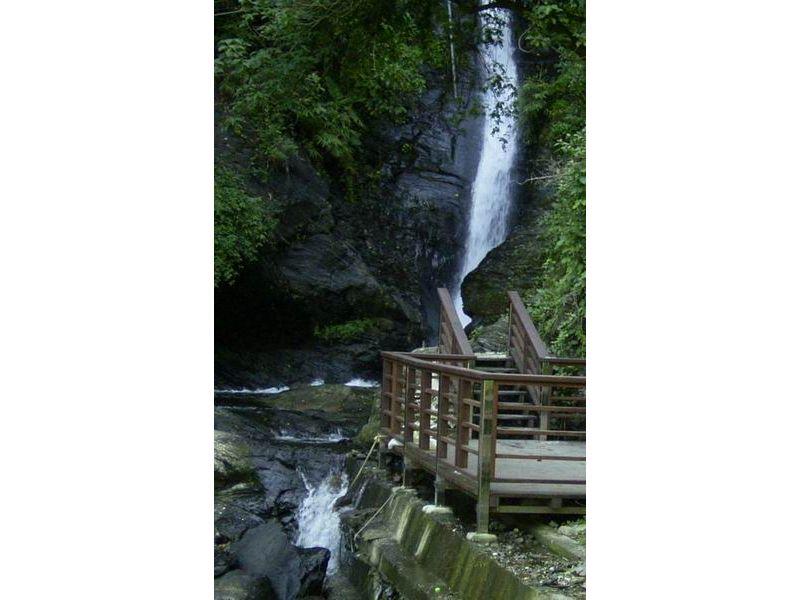 里報.tw-涼山瀑布
